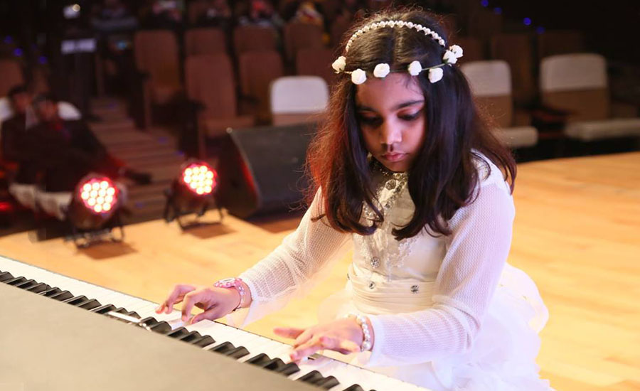 Youngest Pianist of India plays with keys of Piano from the age of 4 years to create melodious music - The Story of Gauri Mishra
