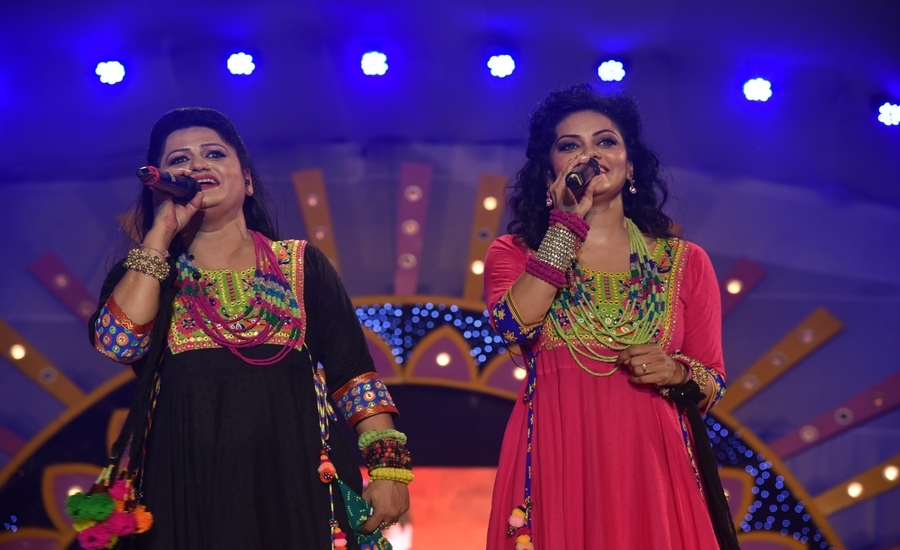 It is always 'Sing'o'Clock' for Preeti & Pinky: Indipop Queens of Navratri